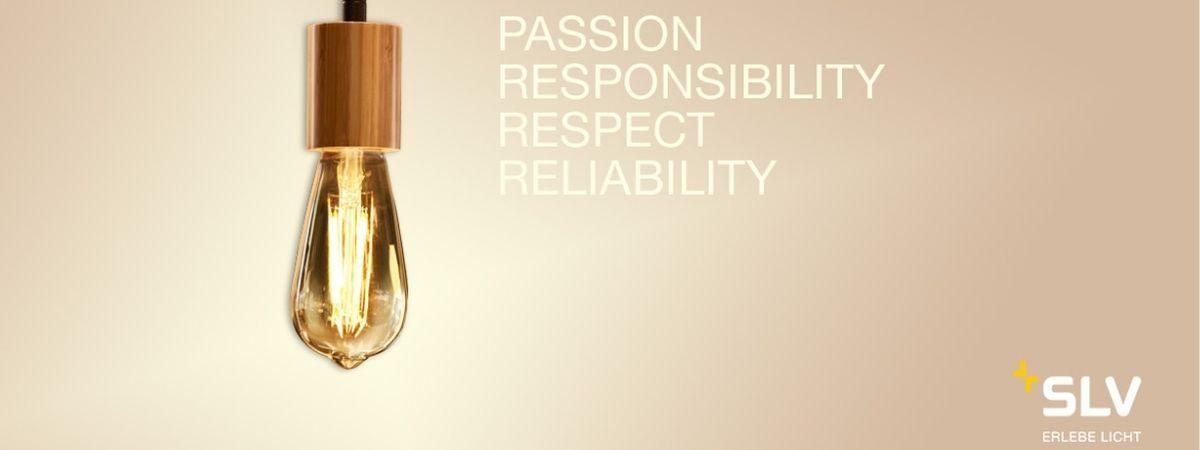 """Luminária suspensa SLV com os valores """"paixão, sentido de responsabilidade, respeito e fiabilidade""""."""