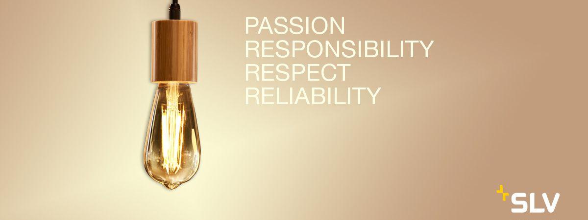 """Luminaire suspendu de SLV avec les valeurs """"passion, sens des responsabilités, respect et fiabilité""""."""
